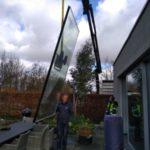 Glazen pui met hijskraan 2